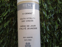Faltenfrei: Larimare testet REN V-Cense Youth Vitality Day Cream