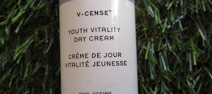 Faltenfrei: Larimare testet REN V-Cense Youth Vitality Day Cream